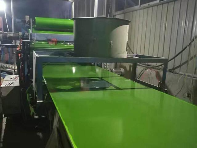 塑面钢化膜板
